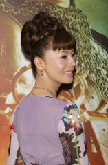 Mao Daichi looks amazing with her celebrity up do hairstyle. The blunt ...